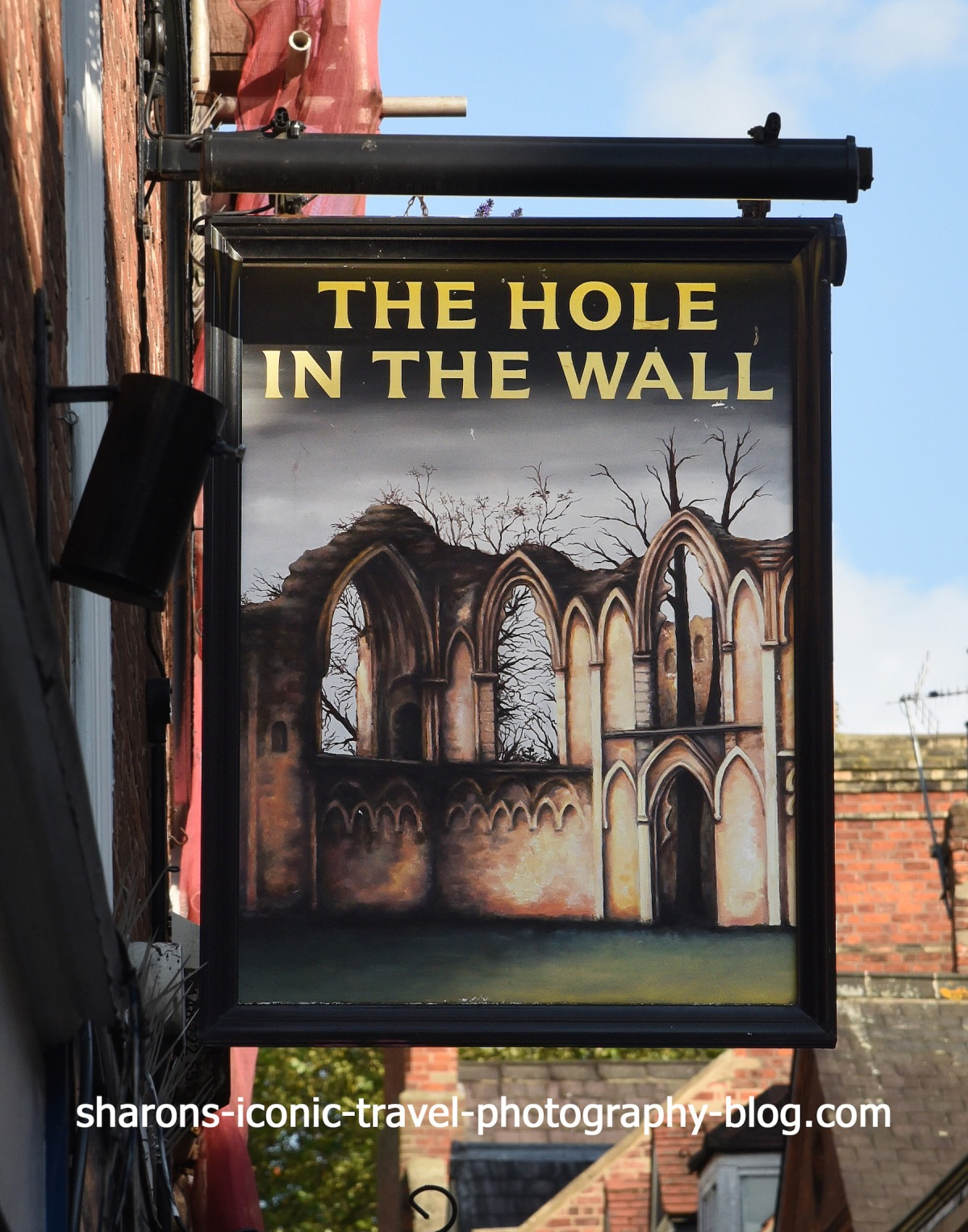 Haunted Pubs-The Hole in theWall